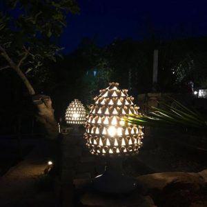 pigna lampada oldnoar 300x300 2 - Cono de pino en cerámica de la tradición siciliana BluArte